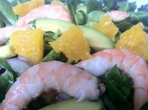 Salade aux crevettes, avocat et orange